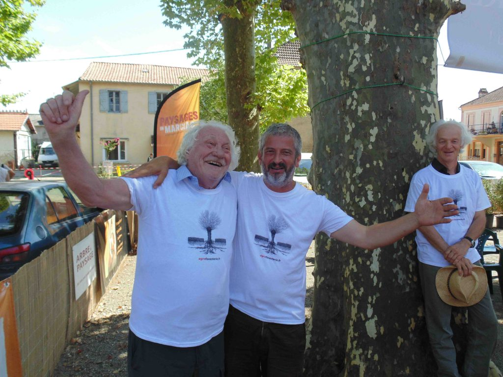 Marcel Bouché, Hervé Covès, Ernst Zürcher portant les t-shirts agroforesterie
