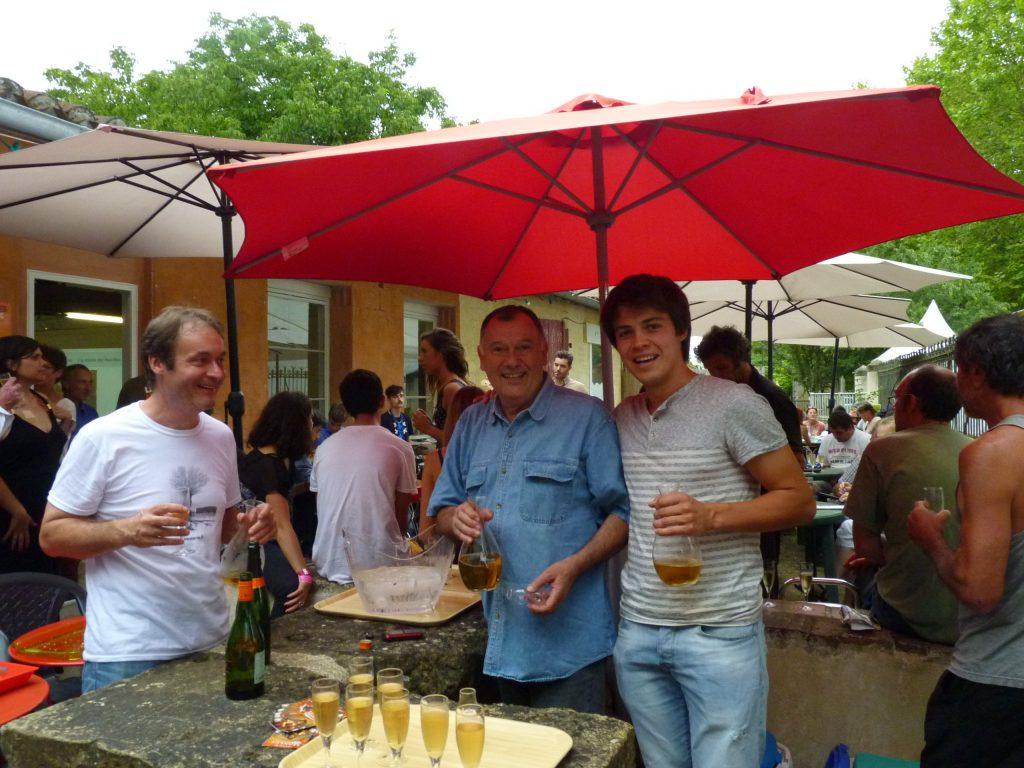 Alain Canet, Noël Lassus et Aubin Lafon boivent du pousse-rapière