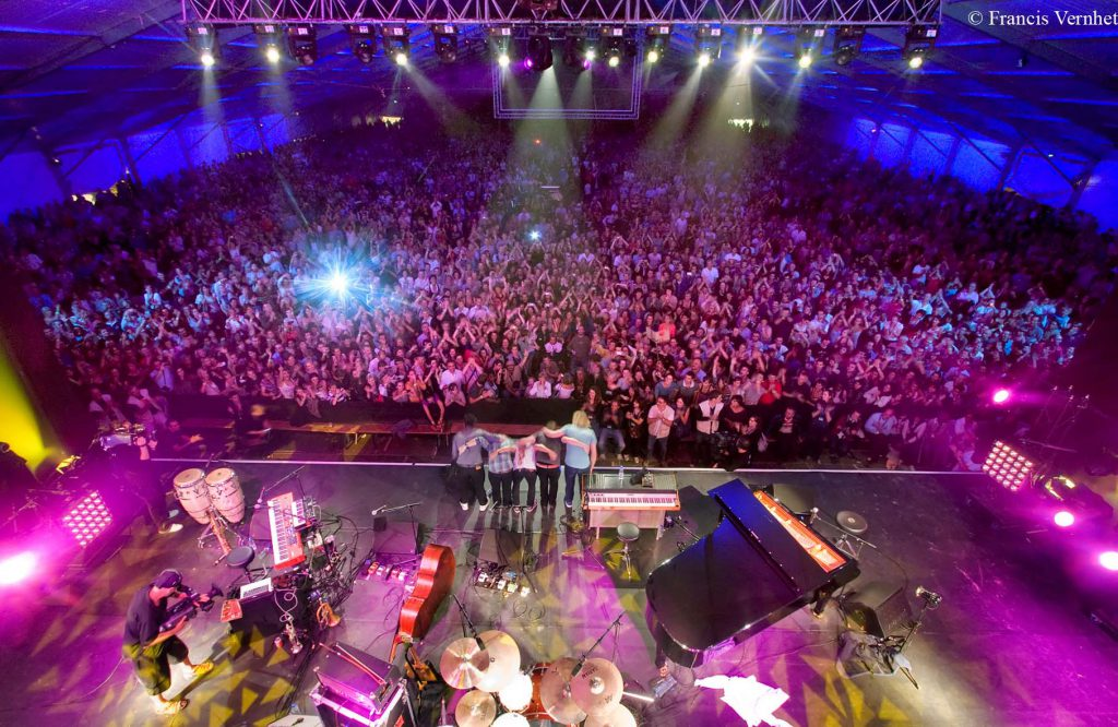 Concert sous le chapiteau de Jazz In Marciac : vue sur le public